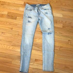 Bullhead Black size 11 Distressed women's Jeans